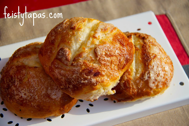 Bollos suizos and medias noches - Spanish sweet bread in the Thermomix