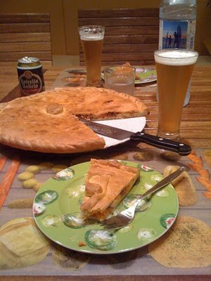 Galicia (Spain): Food and drink for the gourmet traveller. Traditional empanada and Estrella Galicia beer.