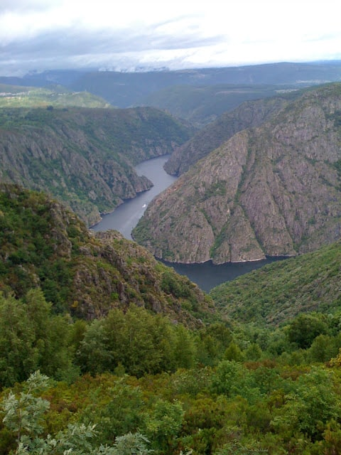 Galicia, Spain, blue flags, green pastures, canyons, gorges: cañón del Sil, Sil canyon